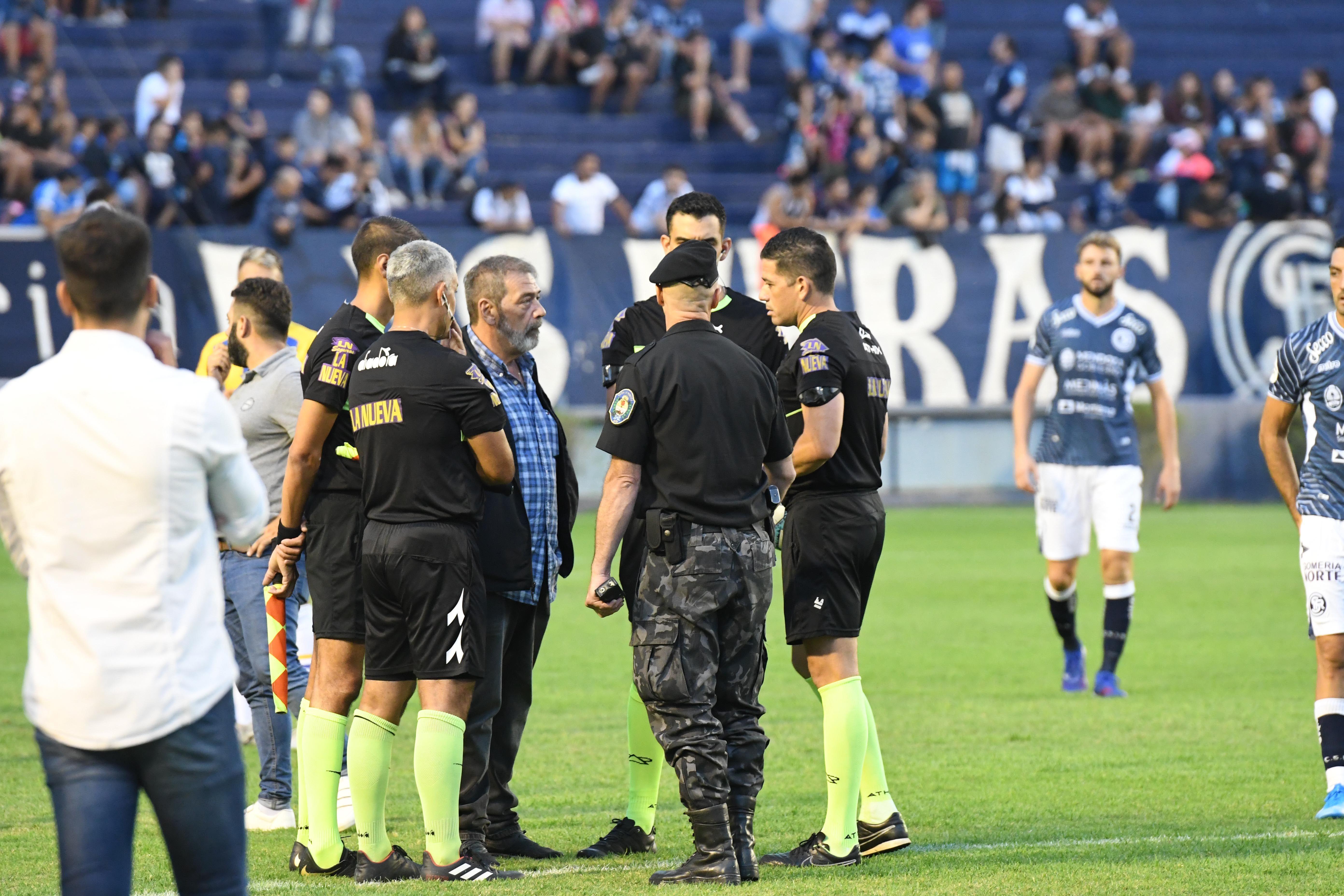 Terror en la Primera Nacional: barras armados y encapuchados suspendieron Independiente Rivadavia-Atlanta