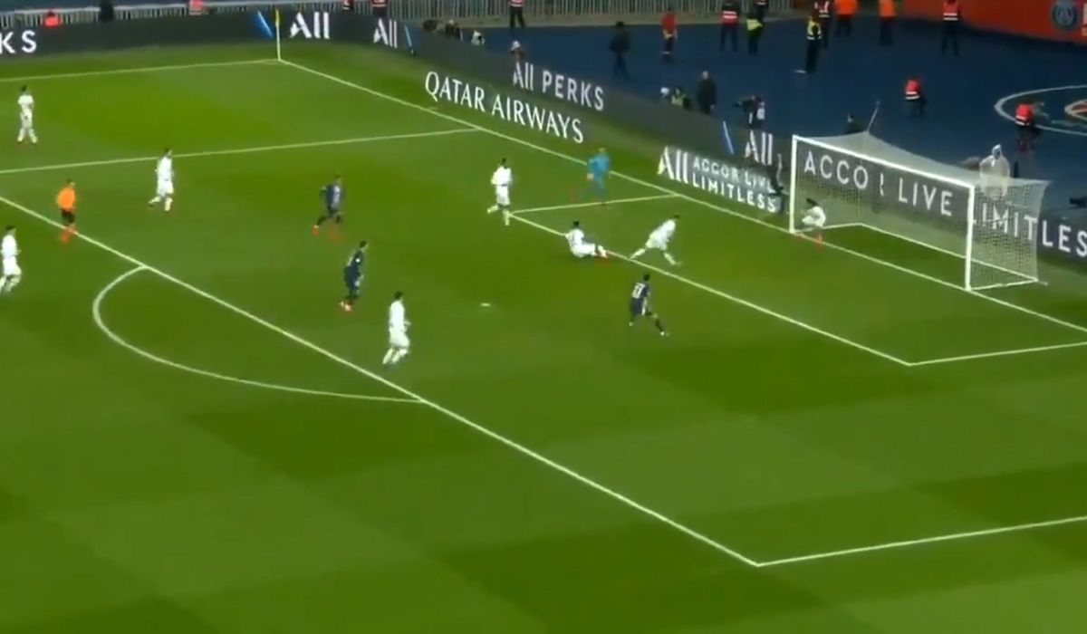 El gol en contra más raro: PSG festejó gracias a este insólito blooper del Lyon