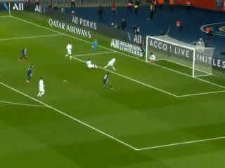 el gol en contra mas raro: psg festejo gracias a este insolito blooper del lyon