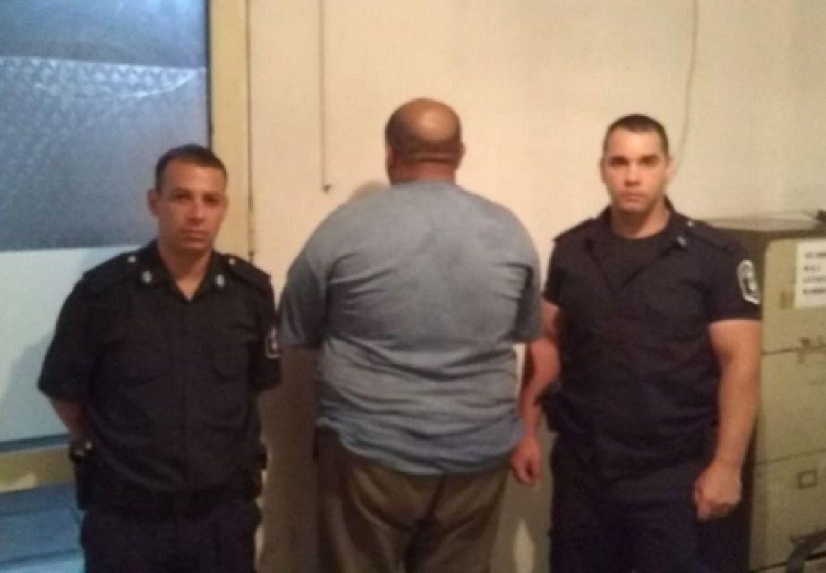 Lo sorprendieron mientras le daba una paliza a su pareja y quedó detenido