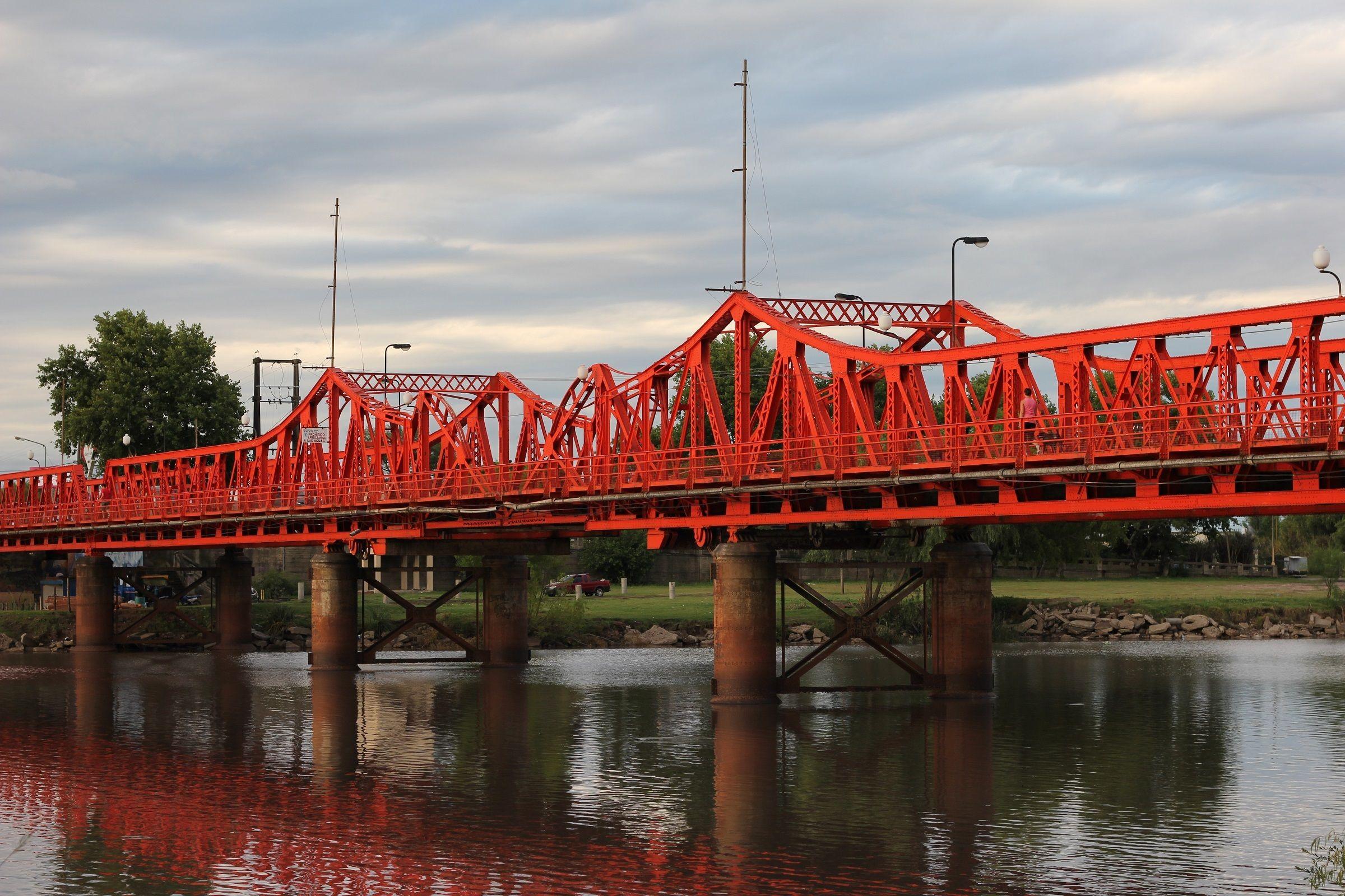 Buscan a un hombre que cayó desde un puente al río en Gualeguaychú
