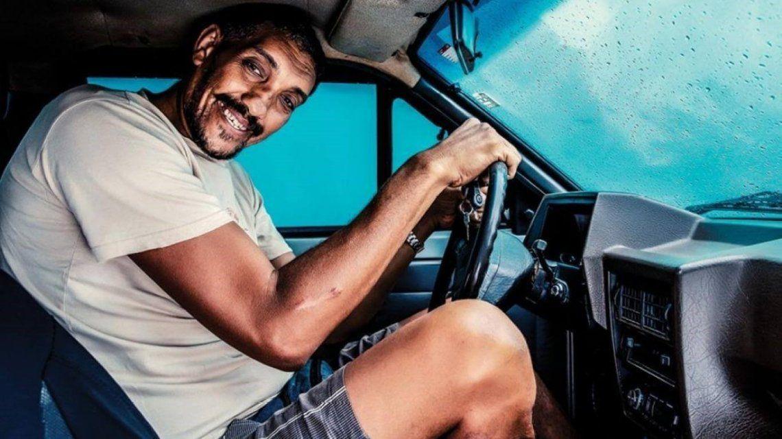 El calvario de un hombre que es tan alto que no le dan la licencia de conducir