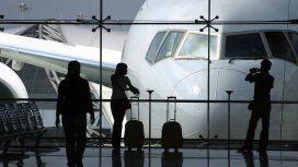 El gasto en viajes, pasajes y tarjeta de crédito en dólares fue el más bajo en ocho años
