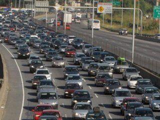 exodo turistico: miles de autos se dirigen a la costa atlantica por el fin de semana extra largo