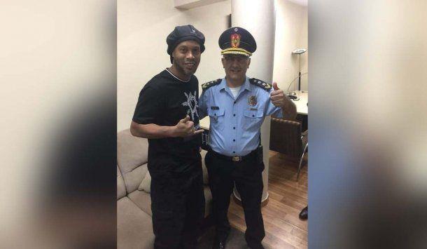 Ronaldinho fue detenido en Paraguay por entrar con pasaporte falso