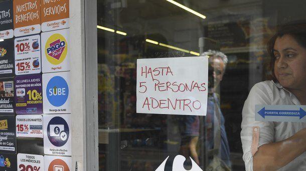Los pequeños supermercados de barrio atenderán con restricciones
