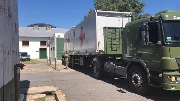 Camión de la guarnición militar de Campo de Mayo donde se prepara el Hospital Militar Reubicable para combatir el Coronavirus Covid-19