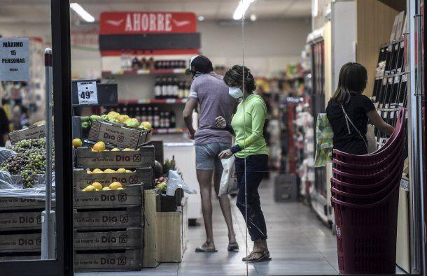 En Argentina, los supermercados son uno de los pocos comercios que tienen permiso para trabajar ante el aislamiento social