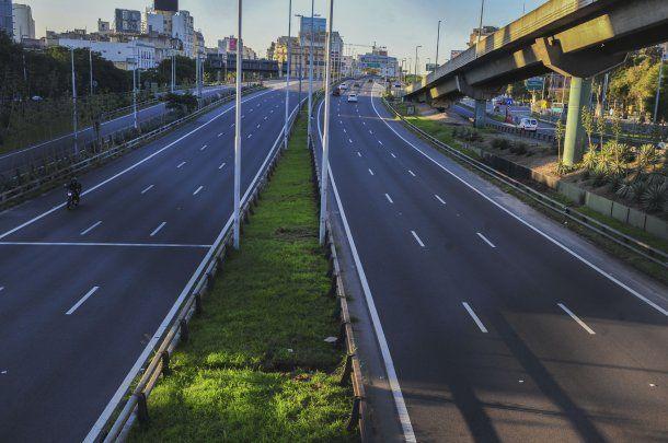 Una autopista vacía en la fase 1 de la cuarentena para frenar al coronavirus