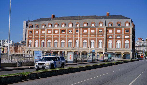 Vista del Hotel Provincial de Mar del Plata: La Feliz está desolada en pleno fin de semana largo por la cuarentena total declarada ante el avance de la pandemia de coronavirus