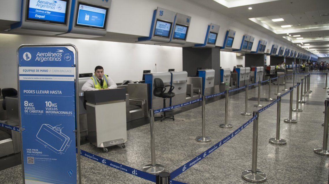 Aeroparque Metropolitano vacío ante la ausencia de vuelos de cabotaje