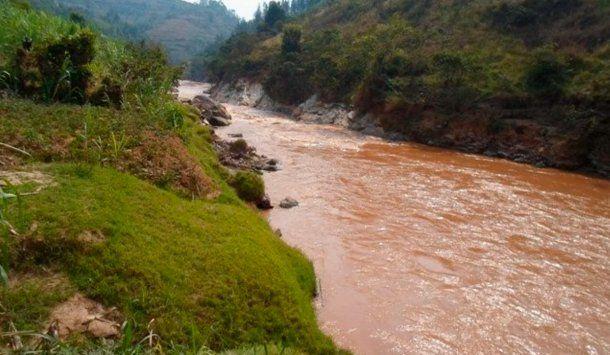 Río Nyabarongo, principal afluente de Ruanda, dónde habitan muchísimos cocodrilos.
