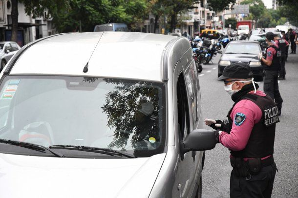 Cuarentena: Policía de la Ciudad lleva a cabo controles policiales solicitando permisos especiales para circular