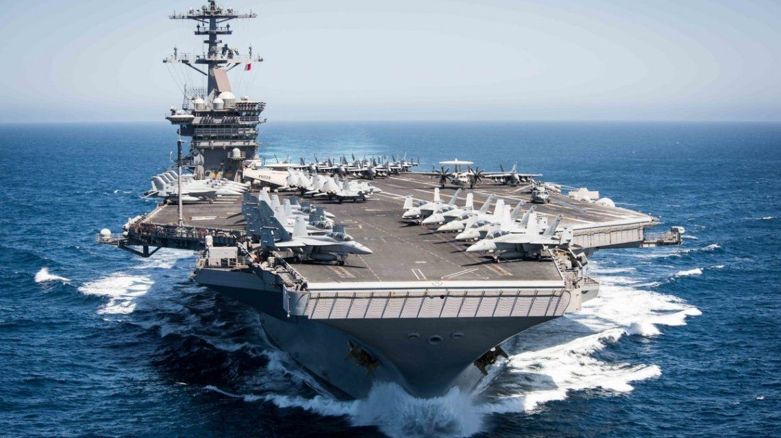 Un brote de coronavirus a bordo un portaaviones pone en alerta a Estados Unidos