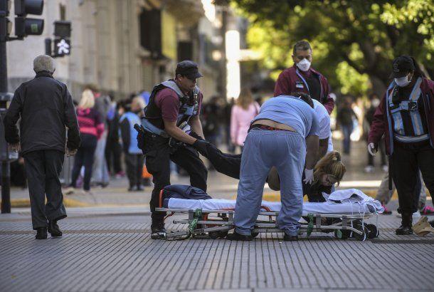 Ciudad de Buenos Aires: una mujer se desmayó en el primer día de atención desde que se decretó la cuarentena