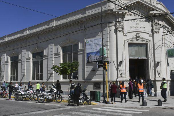 En Chascomús, el aislamiento social se cumplía en la sede del Banco Provincia