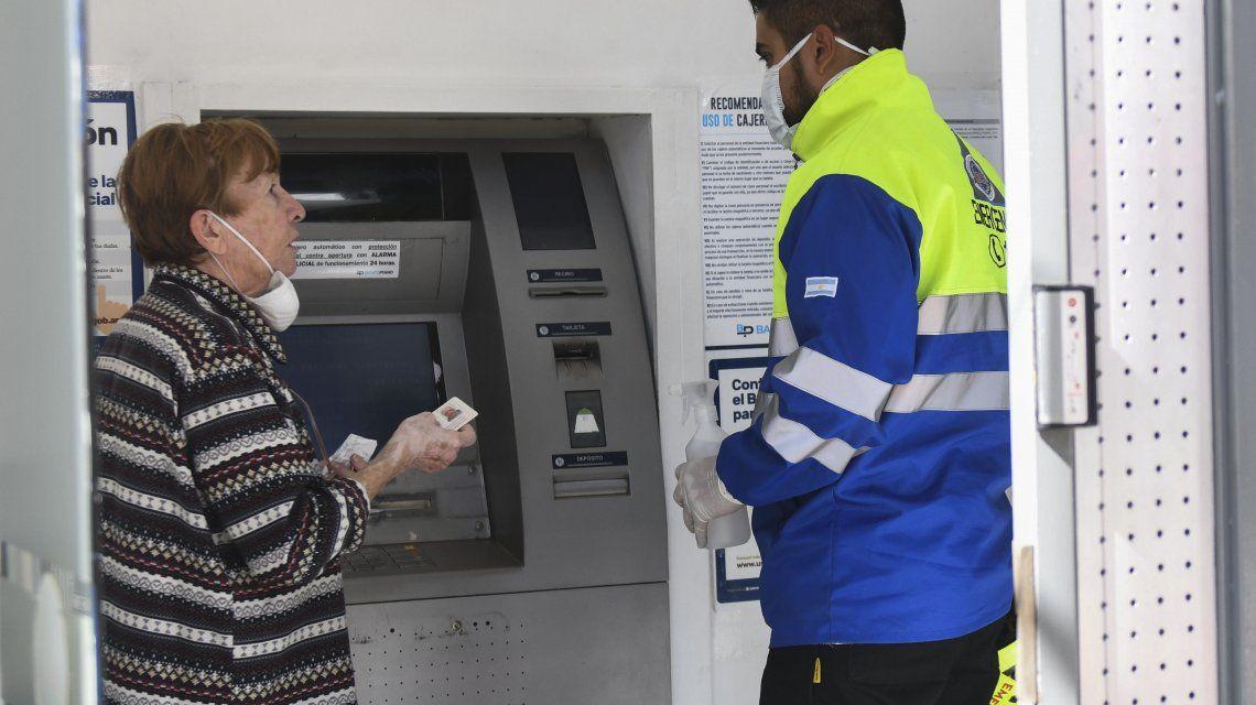 Anses extendió la suspensión de cobros de créditos a jubilados y pensionados