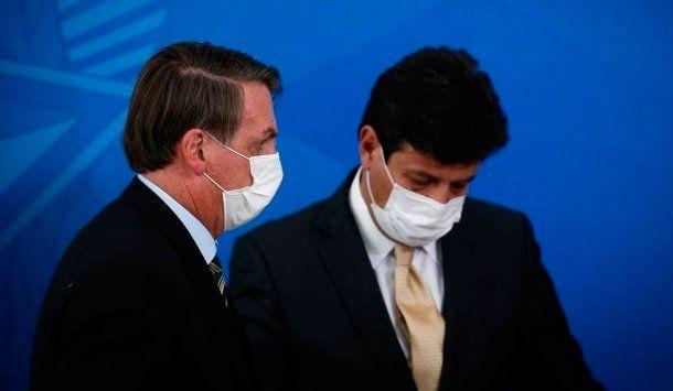 Bolsonaro despidió a su ministro de Salud, Luiz Mandetta, en medio de la pandemia de coronavirus que afecta a Brasil