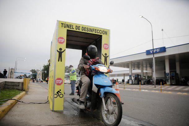 Banda del Río Salí, Tucumán: el municipio continúa con los controles vehiculares de cumplimiento de la cuarentena, y se instaló un túnel de desinfección por dónde ingresan los motociclistas que ingresan a la ciudad