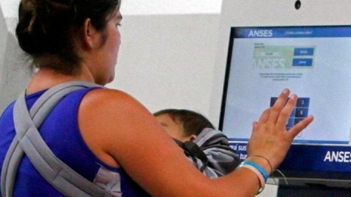 Confirman que la AUH se ampliará a un millón más de niños que hoy no la perciben