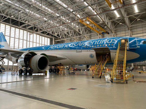 En el hangar, acondicionaron el avión especialmente para llevar y traer carga desde y hacia China