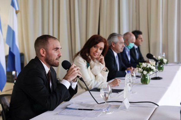 Martín Guzmán, Cristina, Alberto, Rodríguez Larreta y Massa durante el anuncio de reestructuración de la deuda - Crédito: @Martin_M_Guzman
