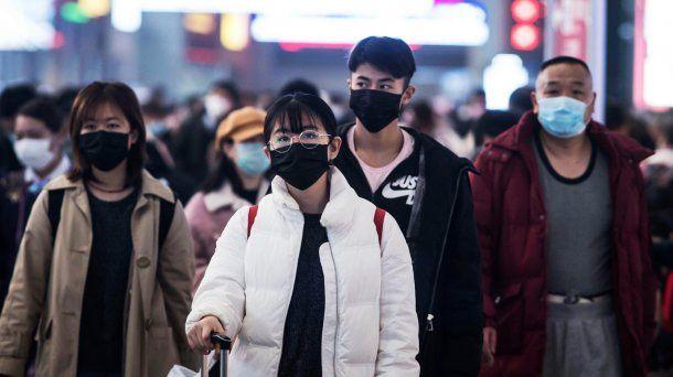 En Hong Kong las autoridades a decretaron el uso obligatorio de barbijo en público.