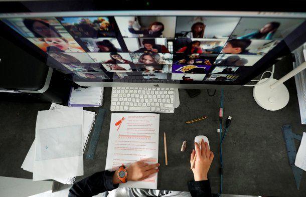 Docentes piden que se regulen las clases virtuales en la cuarentena