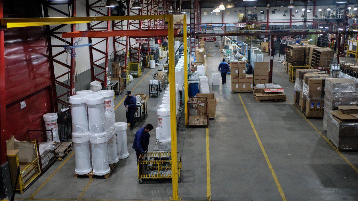 Más de 600 fábricas de todo el país volverán a producir tras 52 días inactivas
