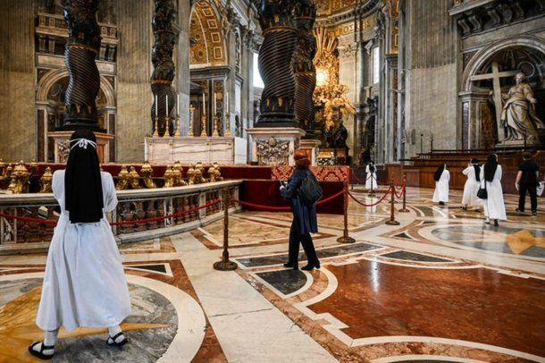 El papa Francisco reivindicó a San Juan Pablo II en la primera misa en la Basílica de San Pedro