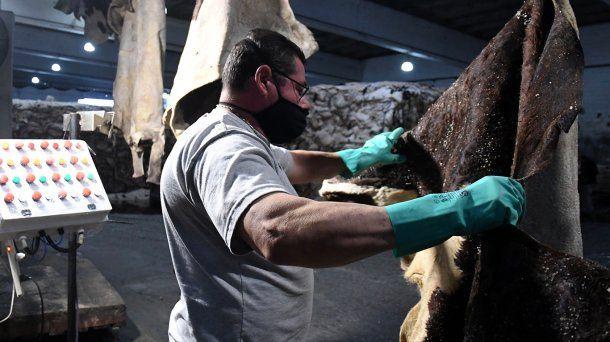 La manufactura de cueros es una de las actividades flexibilizadas en Provincia en el marco del aislamiento por coronavirus
