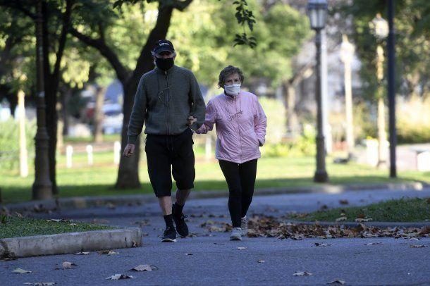 Con barbijo y distanciamiento social, la nueva normalidad de los jubilados