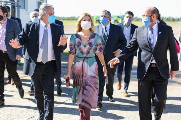 El presidente Alberto Fernández acompañado por su pareja Fabiola Yañez y el gobernador de Formosa Gildo Insfrán