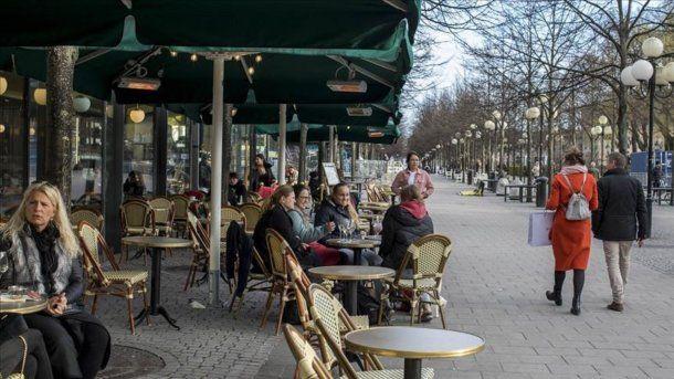 Suecia ha mantenido abiertas escuelas y negocios, incluidos bares, restaurantes y centros comerciales