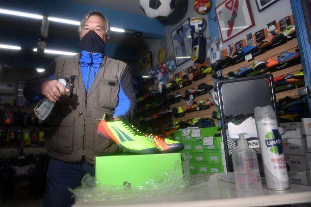 Se abrieron zapaterías en la Ciudad con estricto protocola para evitar el contagio del coronavirus