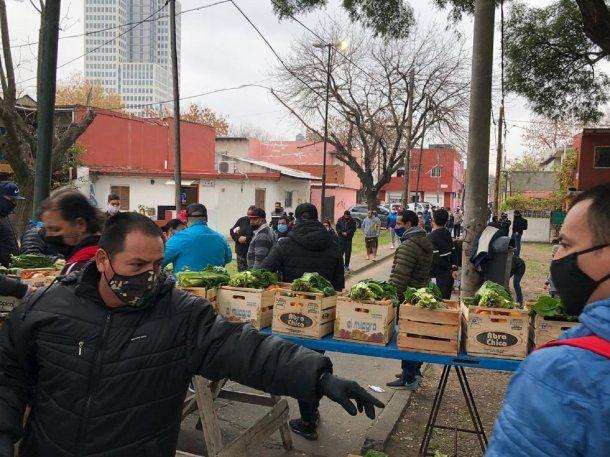 La verdulería Lea donó 365 cajones con mercadería en Barrio Mitre