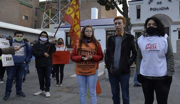 Santa Cruz: denuncian a efectivos policialespor brutalidad en una detención arbitraria