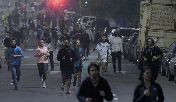 El Gobierno de la Ciudad implementa un operativo especial para la peatonalización de calles y avenidas cercanas a los parques en los que se habilitó el running