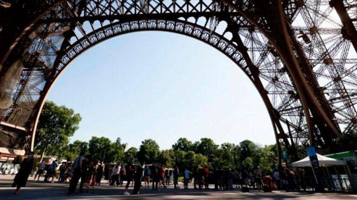 Francia: después de 104 días, la Torre Eiffel reabrió sus puertas en París