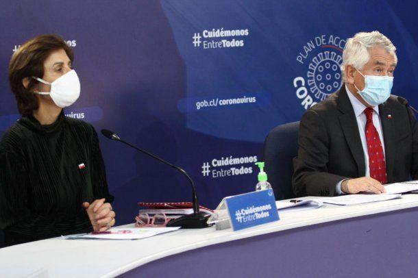 La subsecretaria Paula Daza y el ministro de Salud de Chile, Enrique París