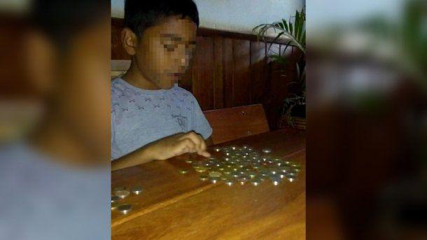 Nelson, que quiere ser contador, guardó cada centavo en su alcancía hasta que pudo comprar su bicicleta