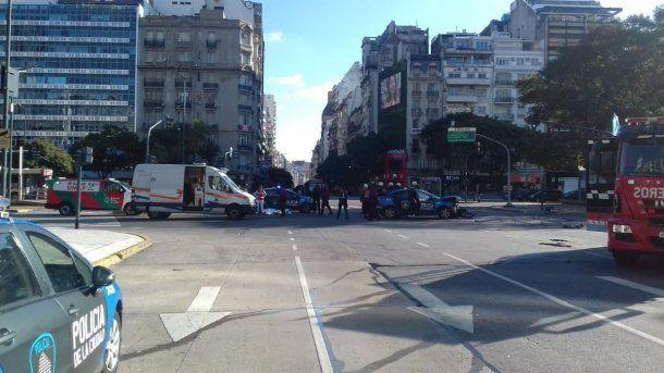 Choque entre un patrullero de la Policía de la Ciudad y un auto particular - @EmergenciasBA