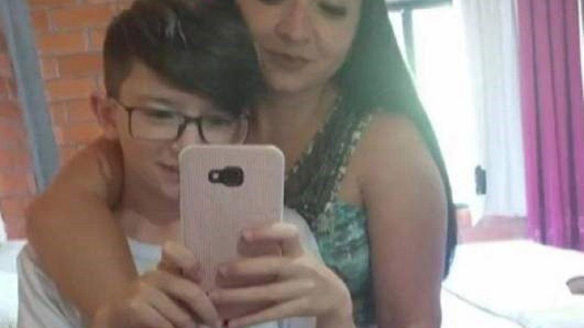 Brasil: estranguló al hijo porque lo encontró con su celular