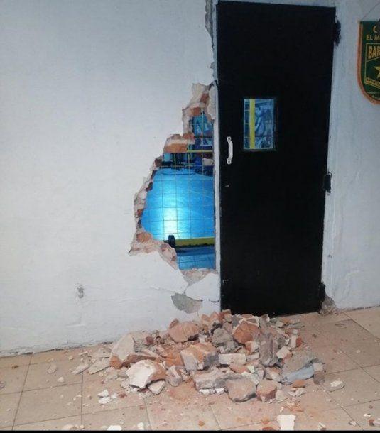 Parte de lo que rompieron los delincuentes en el club Sportivo Pereyra Barracas.
