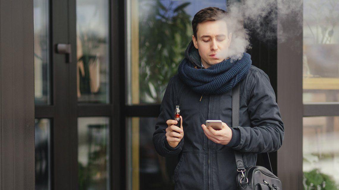 Los jóvenes que fuman y vapean tienen más probabilidades de contraer coronavirus