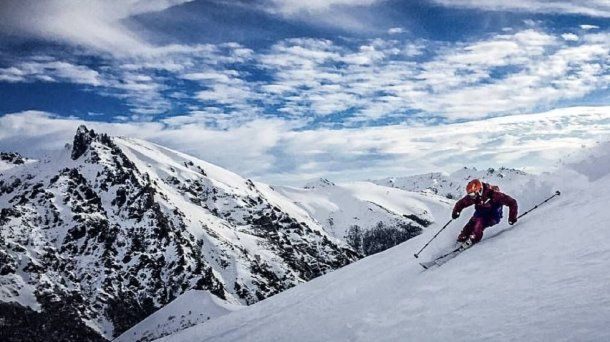 En el complejo Baguales, a 60 kilómetros de Bariloche, se practica esquí y snowboard. Foto: El Río Negro