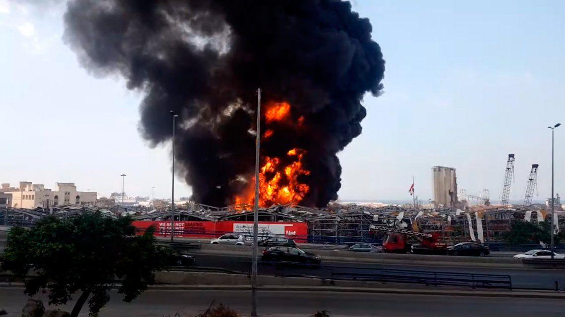 Nuevo incendio fuera de control en el puerto de Beirut a un mes de la explosión que dejó casi 200 muertos