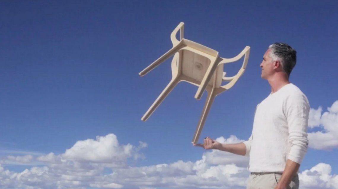 Francisco Gómez Paz ganó el premioCompasso dOro con una silla desarrollada íntegramente en Salta