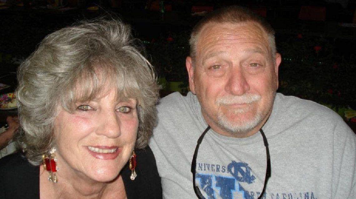 Johnn y Catthy estuvieron 48 años en pareja, se contagiaron Covid-19, se tomaron de la mano y murieron juntos
