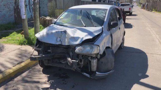 Uno de los autos que chocó tras la picada